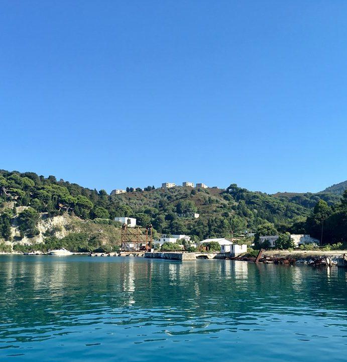Albanski otok Sazan: Nekada vojna baza, a danas popularna turistička atrakcija