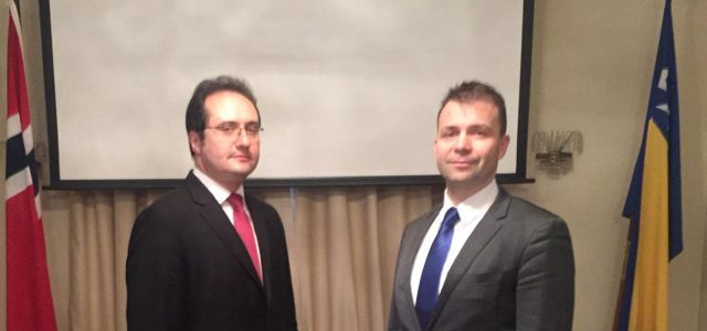 Prof. dr. sc. Sedad Dedić i ambasador Nedim Makarević u posjeti Norveškom parlamentu: Prisustvuju promociji izvanredne prakse Norveškog pravnog i političkog sistema