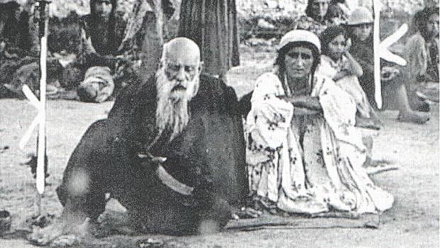 Porijeklo Roma: Arapski leksikograf Ebu El-Fadil Džemaluddin Muhamed prvi tvrdio da su Romi porijeklom iz Indije